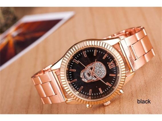 Relógio Caveira Com Pulseira Dourada Fundo Preto