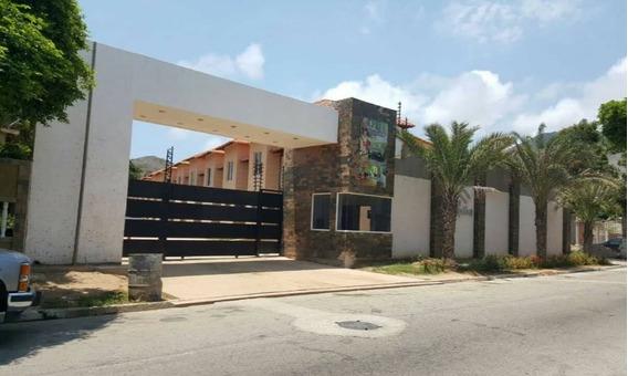 Exclusivo Townhouse En La Campiña, Ubicada En La Asunción