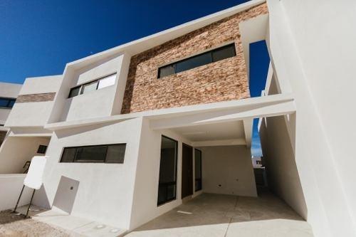 Casa Nueva, Equipada En Fraccionamiento Privado, 2 Recamaras Principales, Una En Planta Baja.