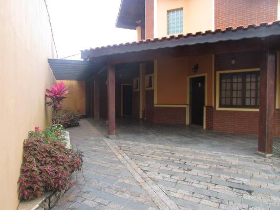 583-belíssima Casa Á Venda Com 210 M² Com 4 Dormitórios.