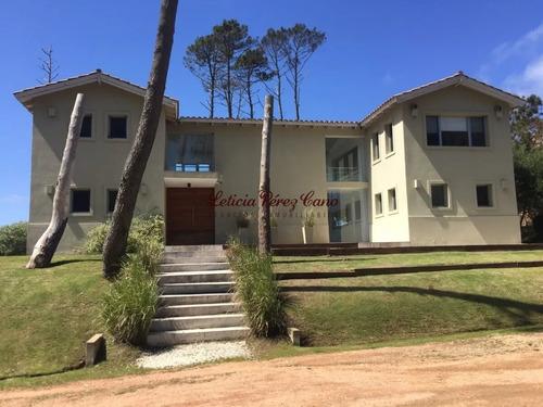 Venta Casa En Laguna Blanca, Manantiales 4 Dormitorios - Ref: 18916