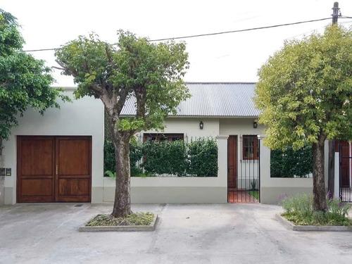Casa Con Pileta Y  Estudio - Gonnet - 4 Cuadras Rep. Niños