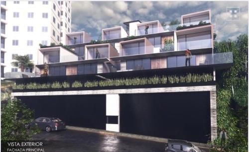 Espectacular Desarrollo Dentro De Lomas Del Rio Consta De 4 Townhouses