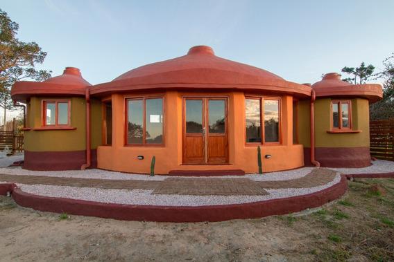 Casa De Diseño Único Y Vanguardista.la Paloma/ Uruguay