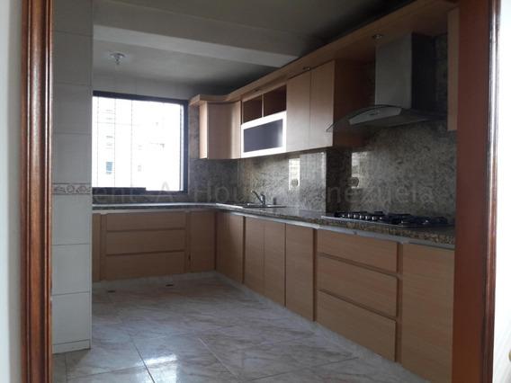 Venta De Confortable Apartamento Zona Centro Cod 20- 9172 Sh