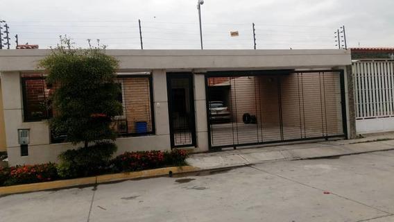 Casa Esquina Urb. Buenaventura 3 Hab. 3 Baños, Cocina, Sala