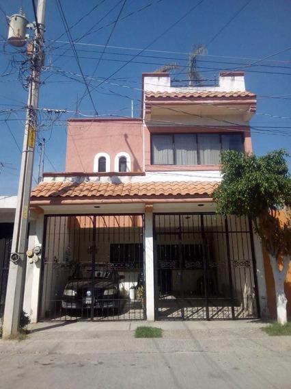 Residencia. 3 Niveles .acepto A Cta Casa De Campo...y Vehícu