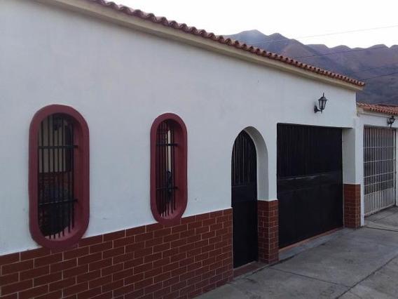 Casa En Venta La Esmeralda Gliomar Rodriguez Cod. 19-10704