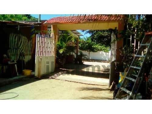 Vendo Casa Tecolutla Veracruz Muy Cerca De La Playa 845 M² De Terreno, Se Encuentra Ubicada En La Colonia Centro, Cuenta Con 845 M² De Terreno Y 180 M² De Construcción, Tiene Un Local Comercial, Sala