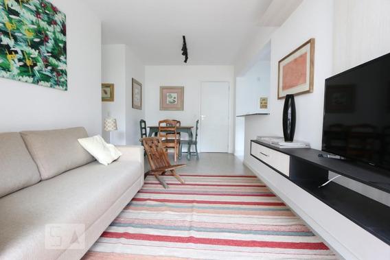 Apartamento No 1º Andar Mobiliado Com 2 Dormitórios E 2 Garagens - Id: 892982463 - 282463