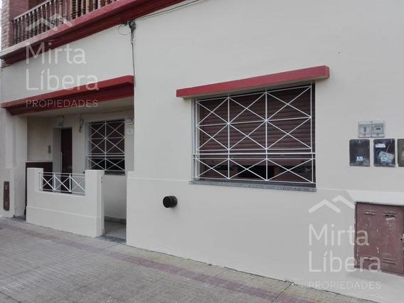 Casa En Alquiler- Calle 24 61 Y 62- La Plata