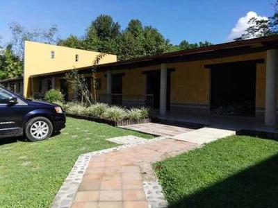 Locales Frente Al Fraccionamiento Residencial Briones