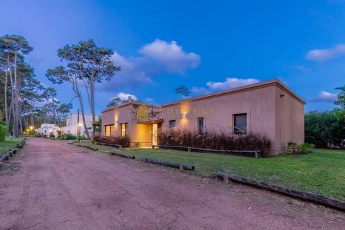 Financia Hermosa Casa En Barrio Privado - Ref: 3943