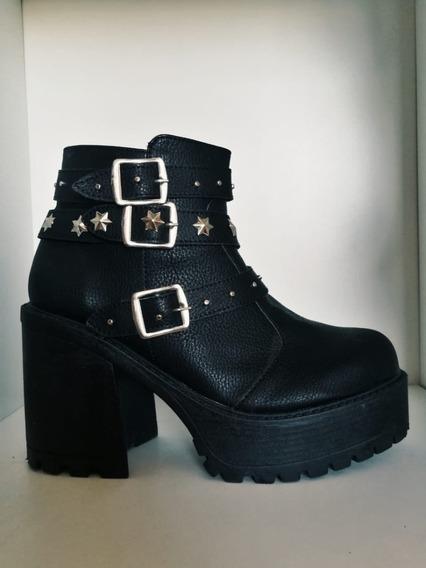 Botas Negras Con Hebillas