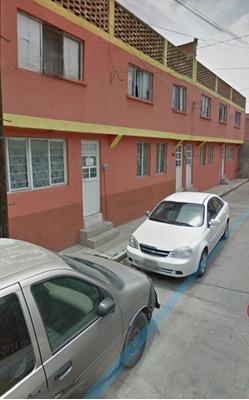 Casa En Calle De Rayon.