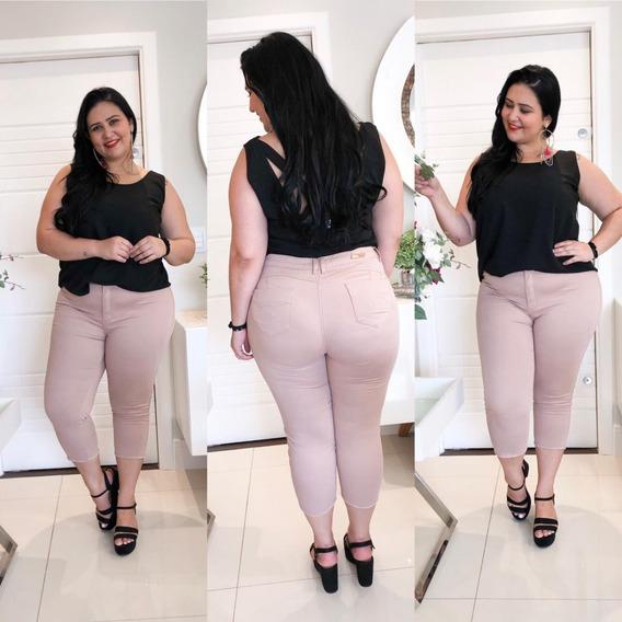 Calça Jeans Feminina Plus Size Capri Rasgada Meia Canela