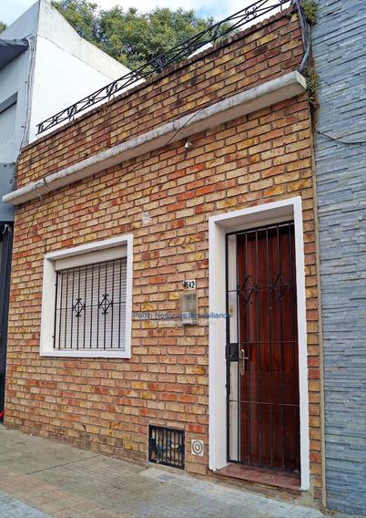 Alquiler Casa Al Frente, Un Dormitorio, En La Blanqueada.