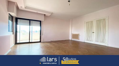 Apartamento En Alquiler / Pocitos - Inmobiliaria Lars
