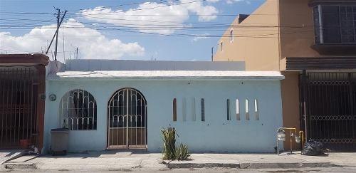 Casa En Venta, San Nicolas, Col. El Refugio 2o Sec. (30-cv-746 Sil)