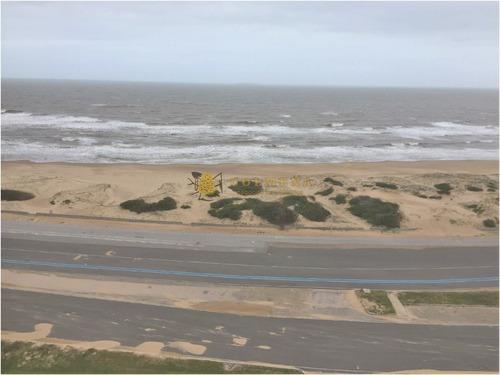 Excelente Ubicacion ,vista Directa Al Mar- Ref: 3781