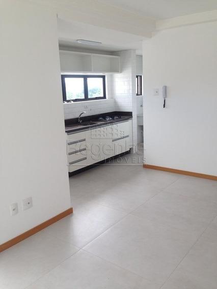 Apartamento A Venda No Bairro Agronomica Em Florianopolis. - V-78509