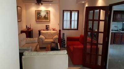 Casa Centrica 2 Dormitorios. 1 Baño, Living, Cocina Comedor.