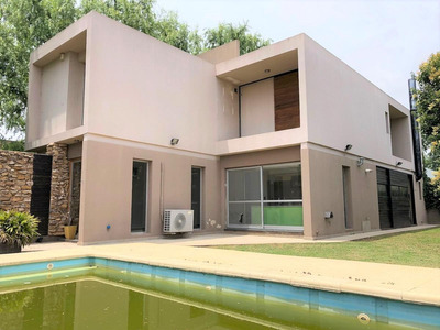 Imperdible Propiedad Con 3 Dormitorios - Jardín - Pileta - Cochera