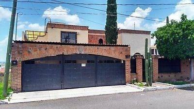 Casa En Villas De Irapuato