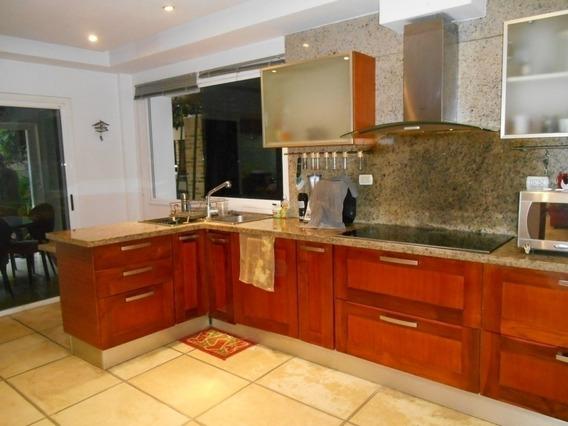 Hermosa Casa En Lomas Del Country, De 485 M2