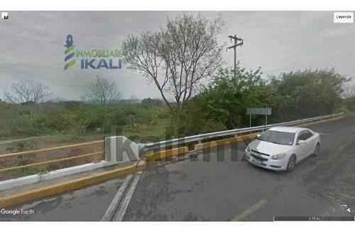 Venta Terreno Rancho 7.5 Hectáreas Ojite Tuxpan Veracruz. Se Encuentra Ubicado En La Carretera Tuxpan - Tampico, El Terreno Cuenta Con 7.5 Hectáreas, Con Un Frente De 159.76 M. De La Carretera, Bueno
