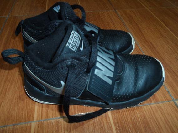 Nike Team Hustle D8 Usada (talla 32)