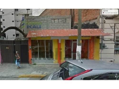 Local Comercial Con Cochera En Renta 200 M² Centro De Tuxpan Veracruz, Se Encuentra Ubicado En La Calle Juárez La Principal Avenida Y Con Mayor Flujo Vehicular Del Centro De La Ciudad, Es Un Local Gr
