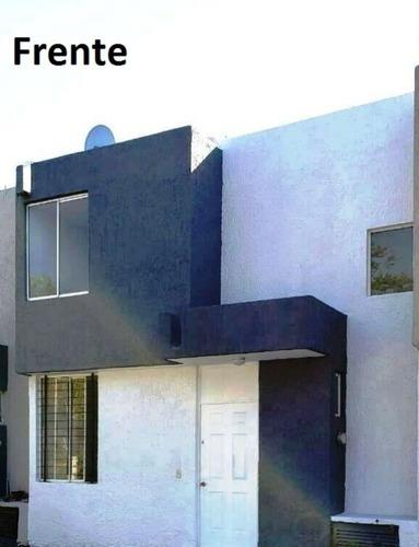 Casa En Venta Con 2 Patios En Jardines Del Valle