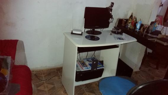 Computador Com Mesa Cadeira E Web Can E Fone Com Microphone
