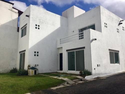 Casa En Privada Con Porton Eléctrico En La Carolina