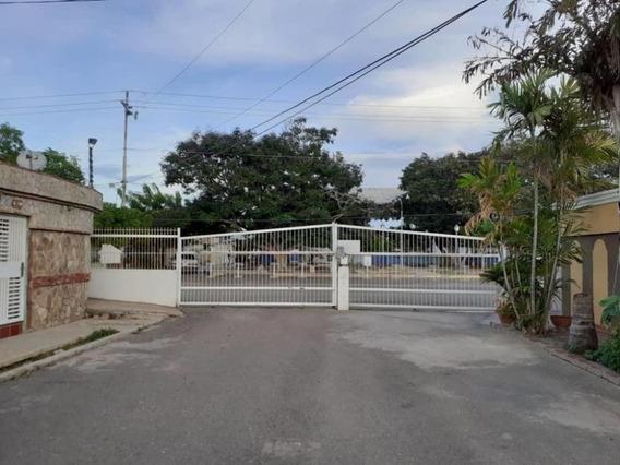 Casa En Venta , Urbanizacion Monteclaro