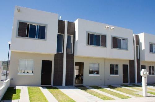 Venta De Casas En Desarrollo Habitacional En Ciudad Del Sol 2 Plantas 2 Rec.