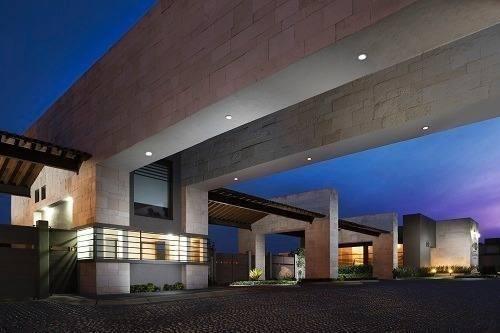 Casa En Venta Con Amplio Jardín Cerca De Metepec