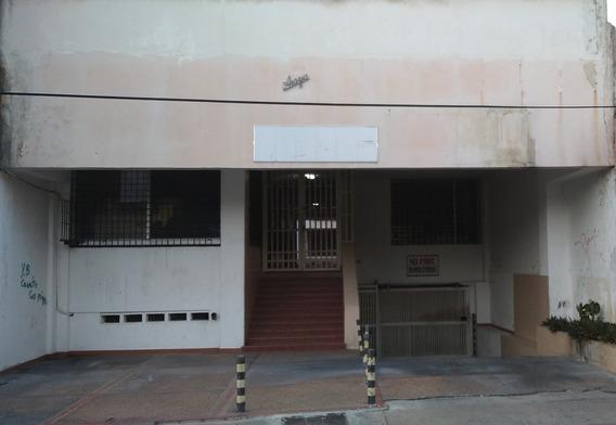 Alquiler Local En Residencia Araya En La Calle Bolivar D Plc