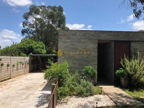 Casa En Venta De 2 Dormitorios A Pocos Metros De Playa Mansa - Pinares Punta Del Este-ref:3903