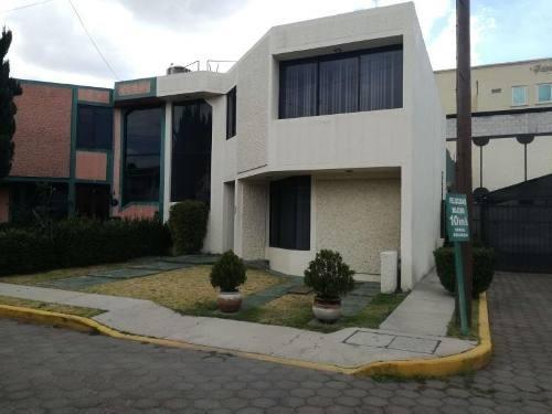 Casa Sola En Venta Avenida Universidad, Privada Del Rosal, Acceso Controlado Excelente Ubicación.