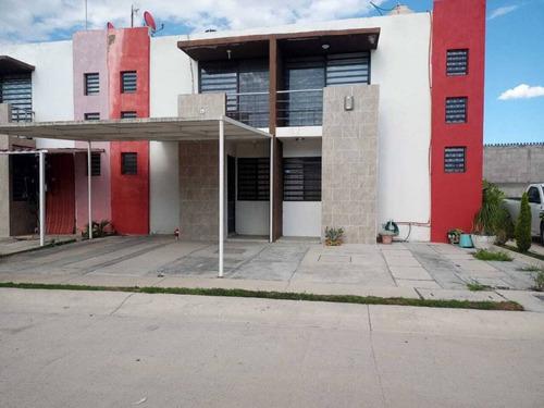 Imagen 1 de 10 de Casa De Dos Plantas En Coto Privado...