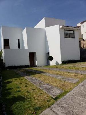 Casa En Renta, Dos Niveles, Fracc. Real Esmeralda