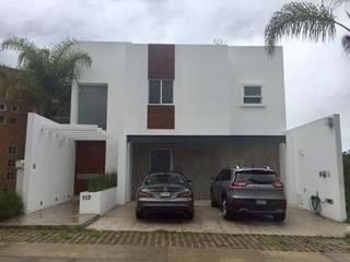 Se Renta Casa En Cumbres Del Lago, Amueblada, 3 Recamaras, Jardín, Cto Serv..