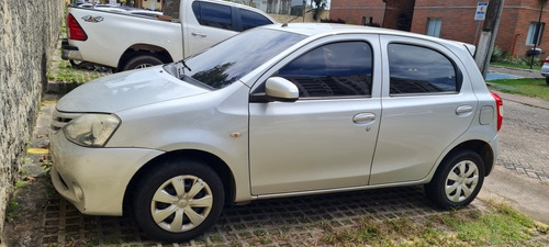 Imagem 1 de 6 de Toyota Etios 2014 1.3 16v X 5p