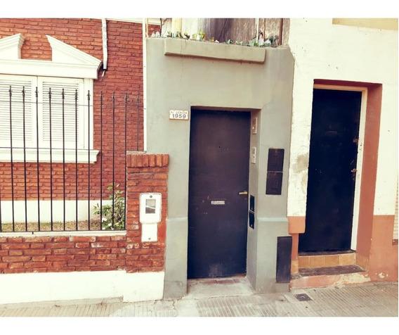 Casa En Venta De Dos Dormitorios, En Rosario