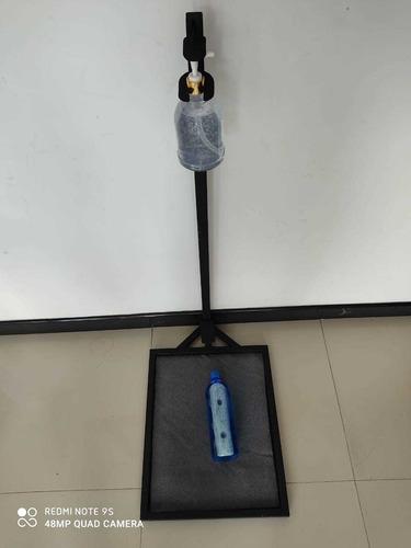 Imagen 1 de 5 de Dispensador De Pedal Con Tapete Para Desinfección.