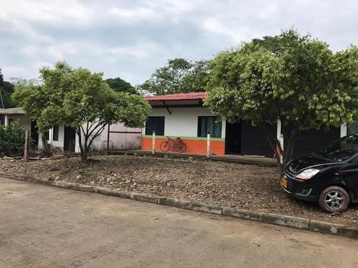 Locales En Arriendo Cabuyaro 476-1825