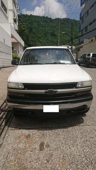 Camioneta Chevrolet Silverado Blanca 2001 4x4 286000 Km