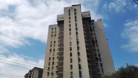 Apartamento En Venta Urb El Centro Cód: 20-12848 Mfc